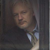 Assange s'explique suspicion d'agression sexuelle